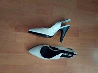 Отдается в дар туфли белые с открытой пяткой